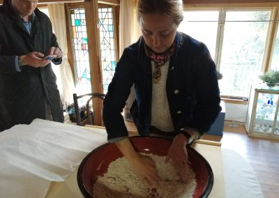 A guest makes soba noodles in the mountains